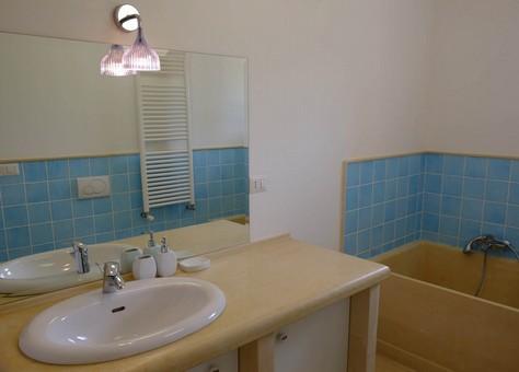 Il bagno della camera padronale
